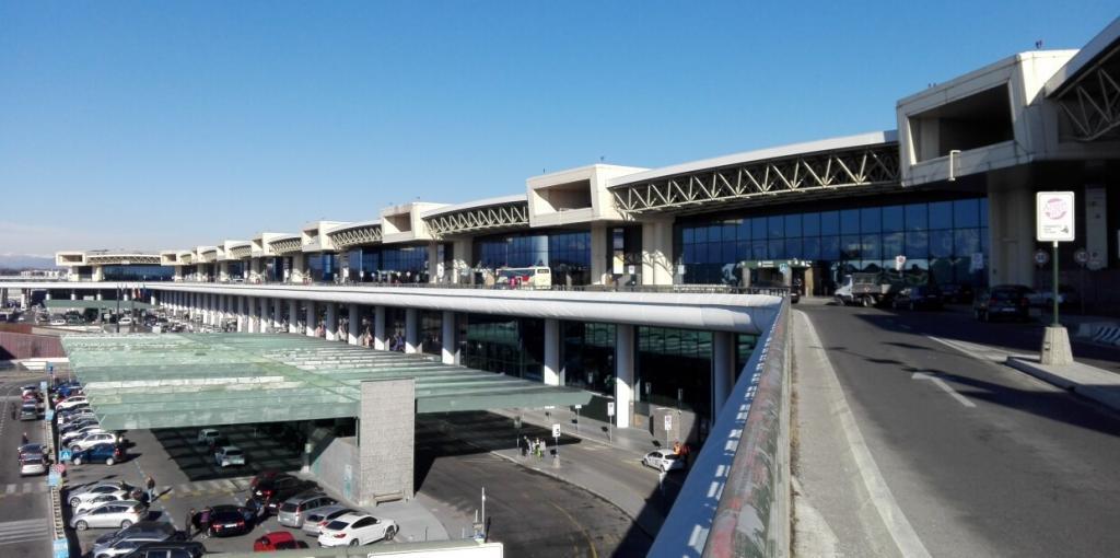 Immagine dell'Aeroporto della Malpensa visto dalla rampa delle partenze