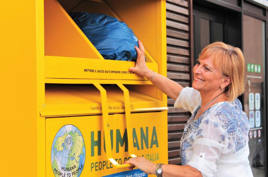 La raccolta di abiti usati di HUMANA arriva a Somma Lombardo