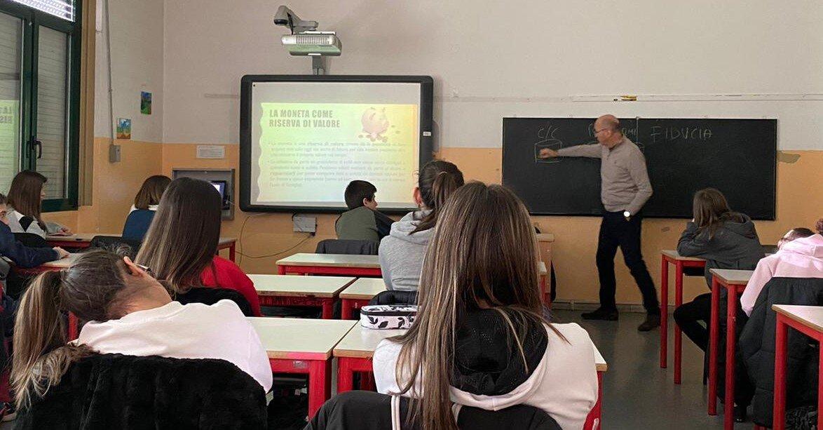 Istituto Da Vinci, gli studenti di terza media a scuola di risparmio